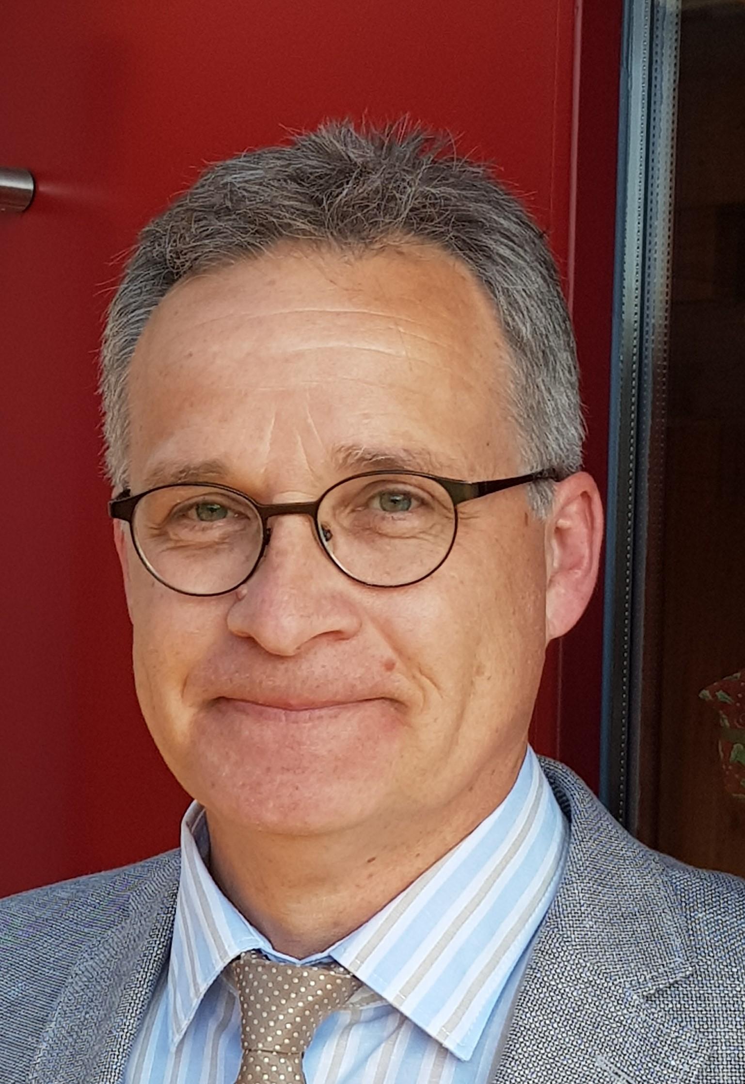 Dr. Gerhard Knodt