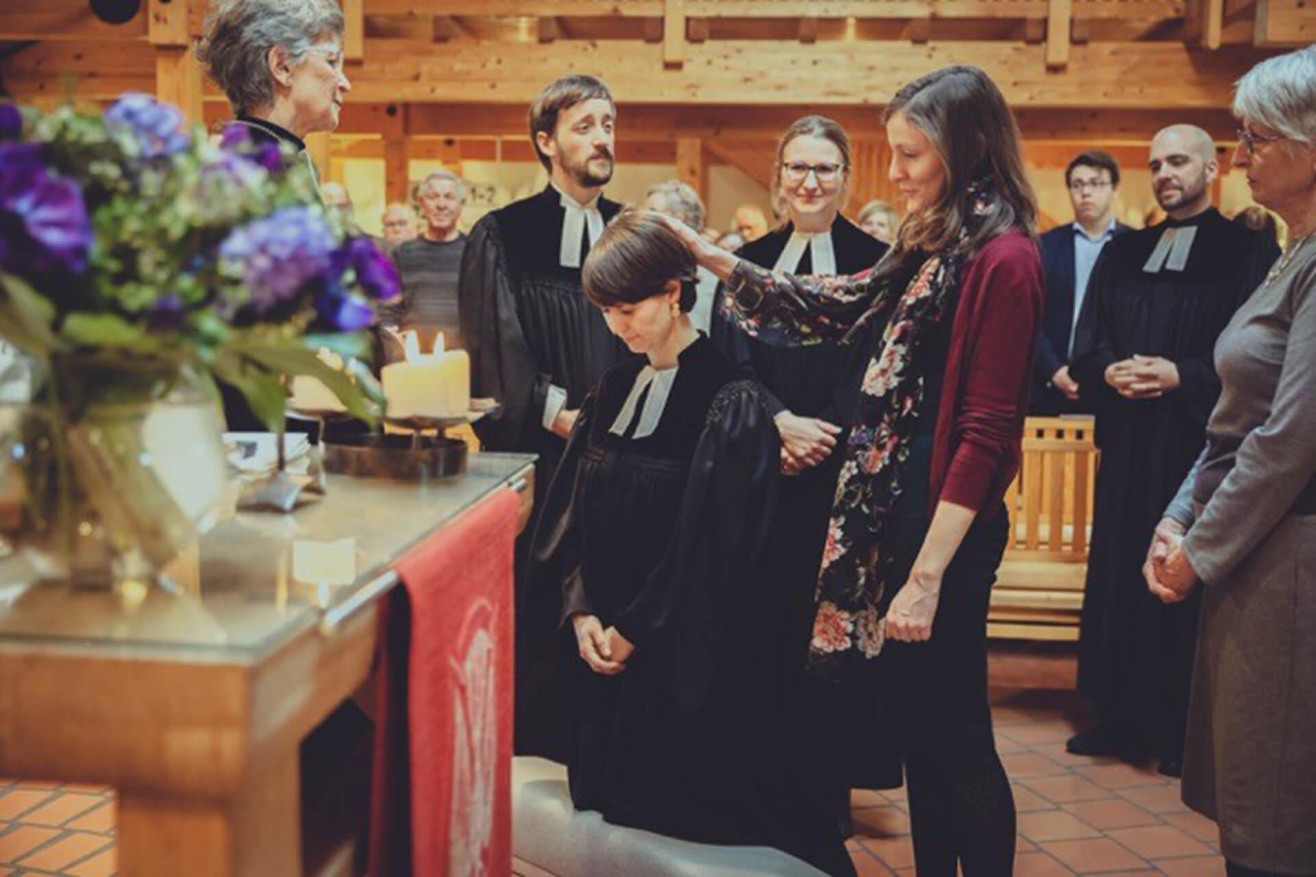 Ordination einer jungen Pfarrerin