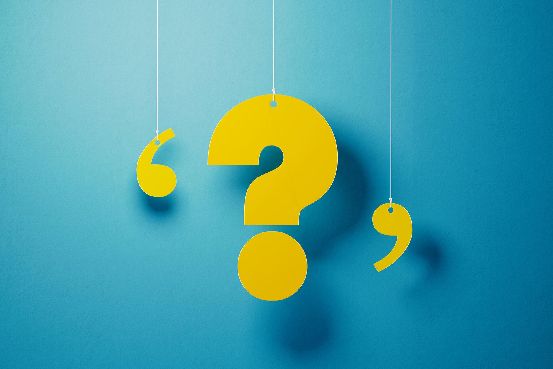 Gelbes Fragezeiches ein Faden hängend